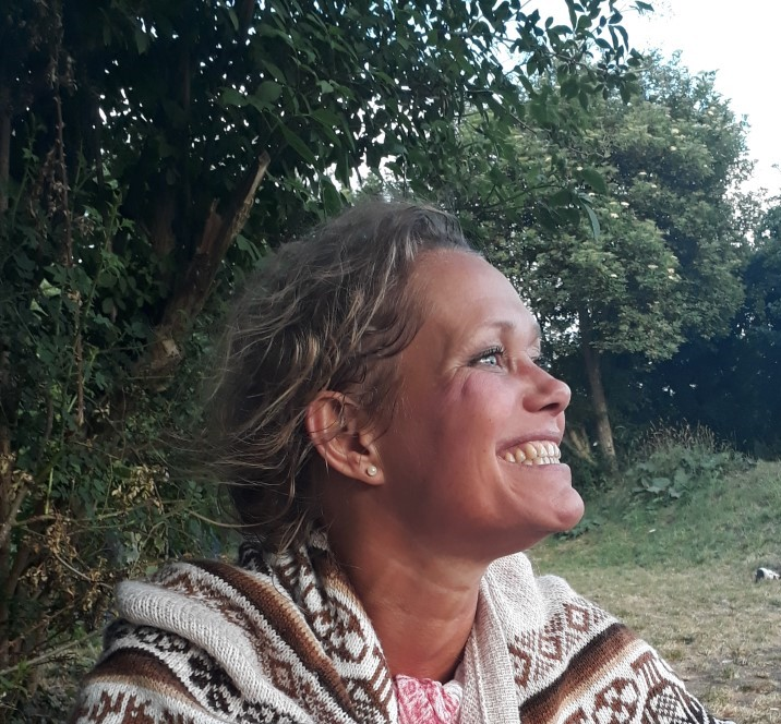 June Heindorff    Denmark - Copenhagen   She is a naturopath, kinesiologist, cacaoista and shamanic practitioner   june_heindorff@hotmail.com