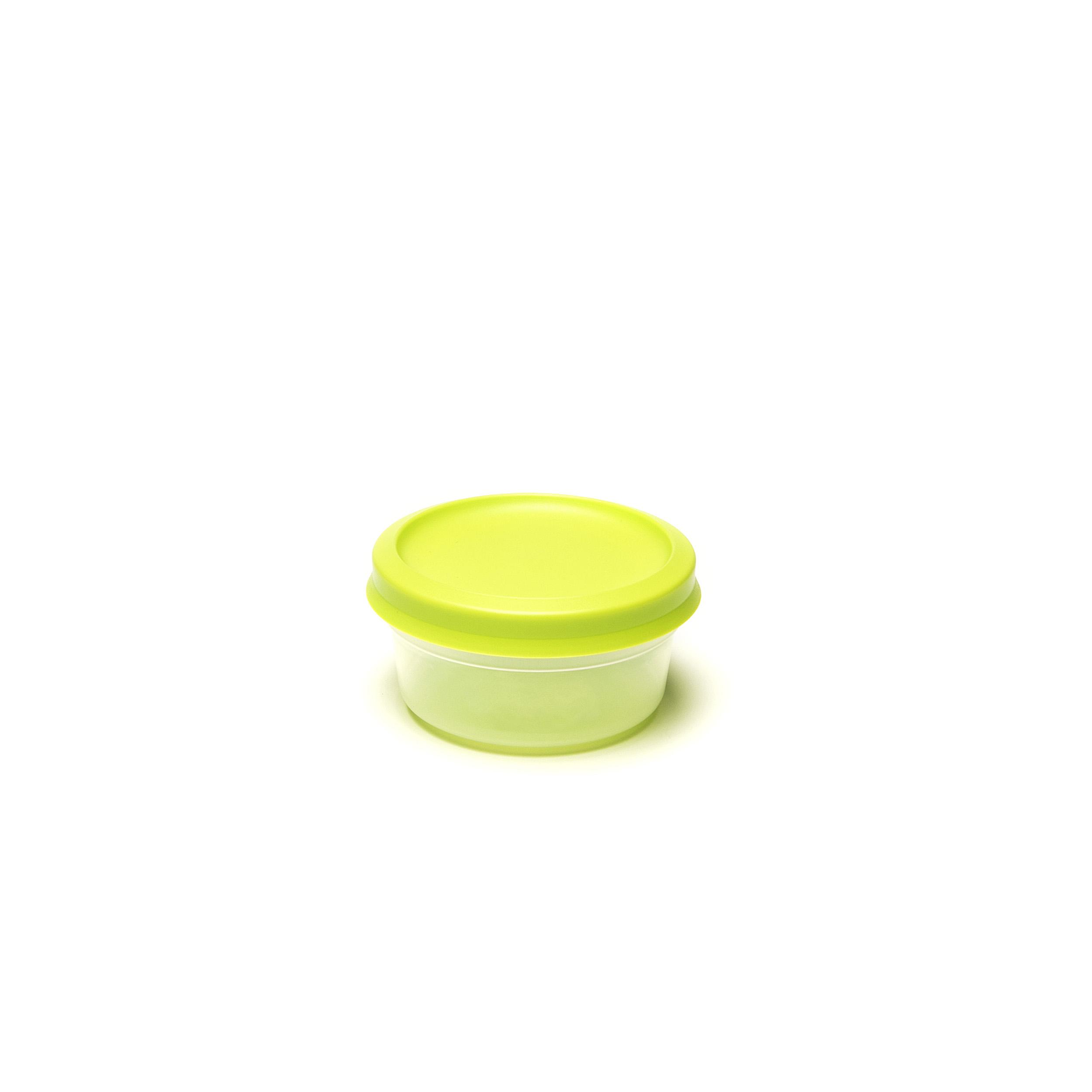 Vacutop Round 250ml - .... Super fresh food? Keep it in a VacuTop® box. Thanks to its hermetic seal, your food will remain noticeably fresher for longer. Stack and store? It's easy peasy. Your VacuTop® is indestructible: it will stand up to the dishwasher and microwave – provided you remove the lid when using the latter. ..Un repas d'une fraîcheur exquise ? Une boîte VacuTop® vous le garantira. Grâce à sa fermeture hermétique, vos aliments restent frais vraiment plus longtemps. L'empiler et la ranger ? Simple comme bonjour. Votre VacuTop® est inusable : elle convient pour le lave-vaisselle et micro-ondes – pour autant que vous en enleviez le couvercle. ..Kraakvers eten? Dat bewaar je in een VacuTop®-doos. Dankzij de hermetische afsluiting blijft je eten merkbaar langer vers. Stapelen en wegbergen? Een fluitje van een cent. Je VacuTop® is onverslijtbaar: hij is bestand tegen vaatwasser en microgolfoven – zolang je bij die laatste het deksel maar verwijdert. ..Knackfrische Speisen? Die sollten Sie in einem VacuTop®-Behälter aufbewahren. Dank des hermetischen Verschlusses bleiben Ihre Speisen spürbar länger frisch. Stapeln und aufbewahren? Das ist ein Kinderspiel. Ihr VacuTop® ist unverwüstlich: Er ist spülmaschinenfest und mikrowellengeeignet – solange Sie in der Mikrowelle den Deckel entfernen. ....