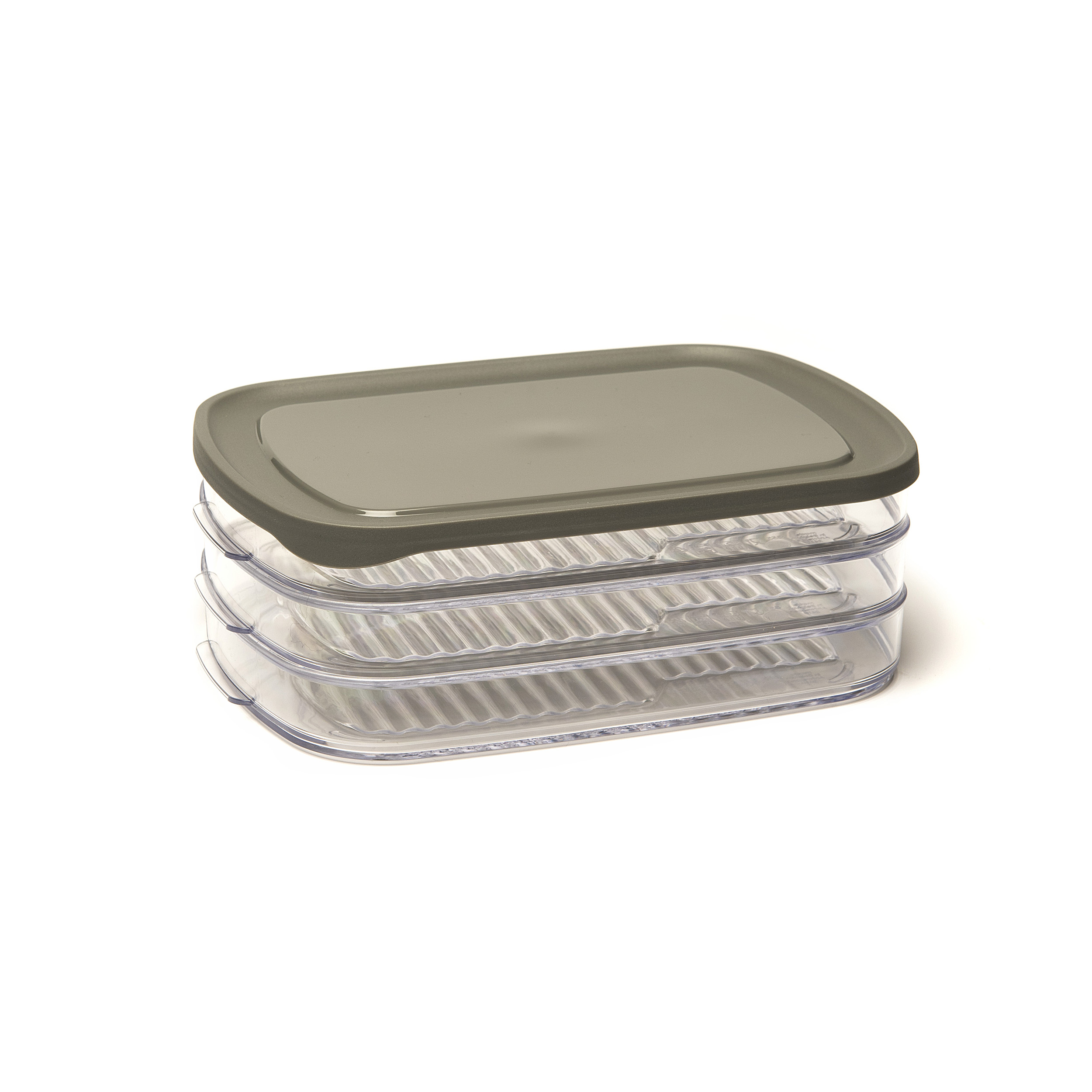 Meatbox - .... This storage box is ideal for storing cold meats. The ribbed design prevents condensation and the trays are easily stacked. Looking for the right compartment is a thing of the past: thanks to the transparent material you will soon find what you are looking for. .. Cette boîte de conservation est idéale pour conserver des charcuteries fines. Les arêtes empêchent la condensation et les plateaux s'empilent facilement. Fini de devoir chercher le bon compartiment : le matériau transparent vous met vite sur la voie. .. Deze bewaardoos is ideaal om fijne vleeswaren in te bewaren. De ribben voorkomen condens en de trays zijn gemakkelijk stapelbaar. Gedaan met zoeken naar het juiste compartiment: het doorzichtige materiaal brengt je snel op het juiste spoor. .. Dieser Aufbewahrungsbehälter ist ideal für frische Fleischwaren. Die Rippen verhindern Kondensation und die Trays lassen sich einfach stapeln. Sie müssen nicht mehr nach dem richtigen Fach suchen: Das durchsichtige Material bringt Sie schnell auf die richtige Spur. ....