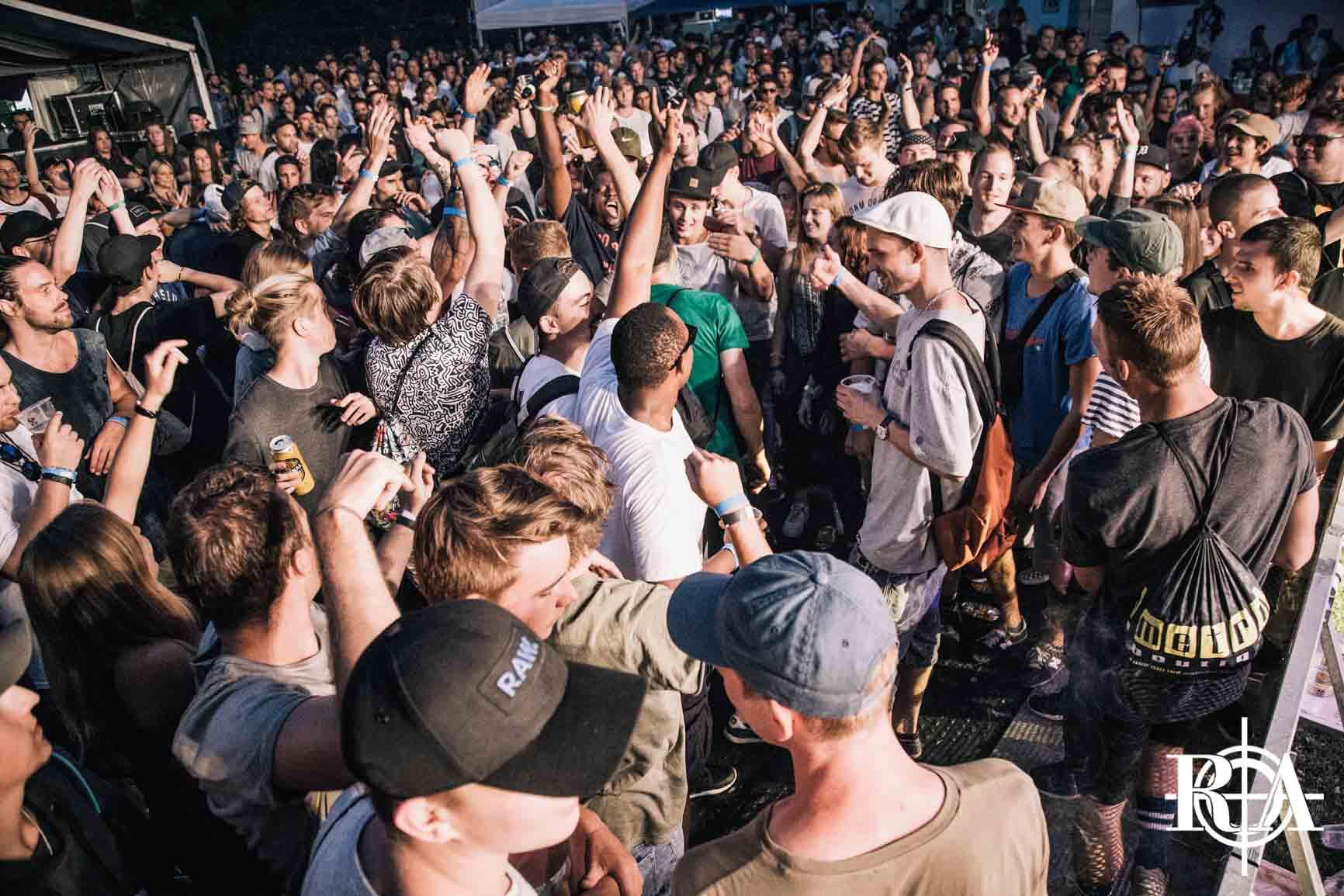 Afterparty - Die letztjährige Afterparty war restlos ausverkauft und die Stimmung war top. Auch dieses Jahr gebühren wir dem Rapattack Festival mit der Afterparty ein legendäres Ende und tanzen zu Hip-Hop Classics der 90er und Hits von heute. Die Party steigt nach dem letzten Konzert im Zeughaus auf dem Landenberg und Einlass ist ab 18 Jahren. Nutzt den Vorverkauf, die Tickets zur Afterparty sind strikt limitiert!