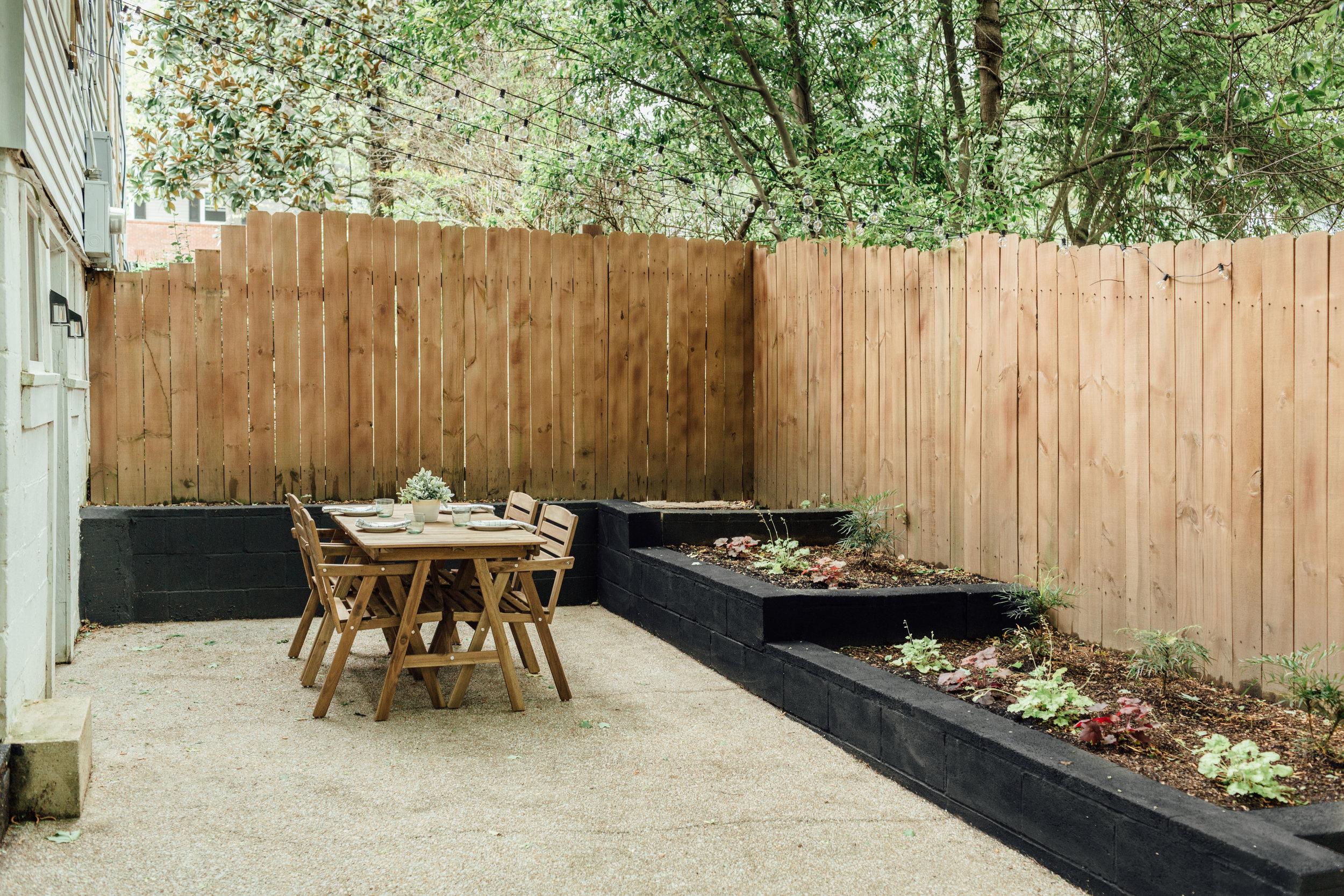 backyard001-2.jpg