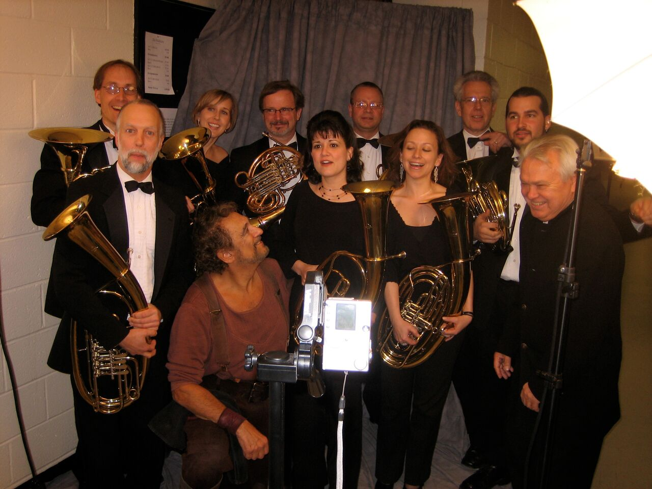 Domingo as Siegmund in Die   Walküre poses with the french horn section and Maestro Fricke
