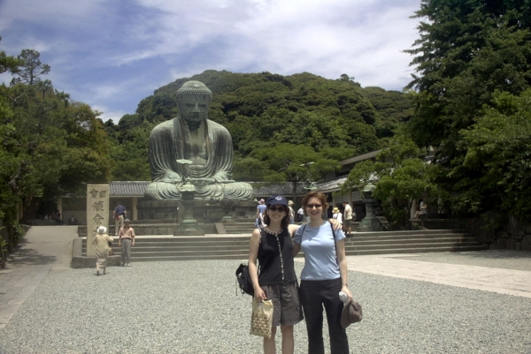 Former Librarian Sara Baguyos with Principal Flute Adria Sternstein Foster at the Great Buddha in Kamakura