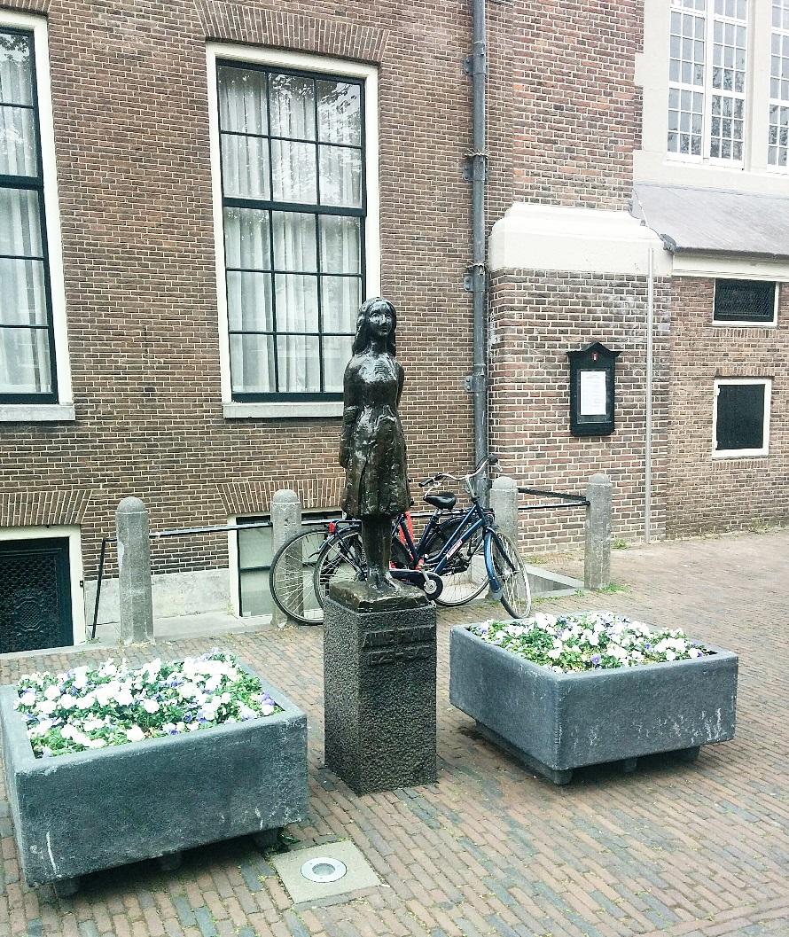 anne-frank-statue.jpg