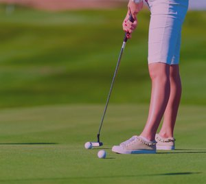 Fibodo-woman-putting.jpg
