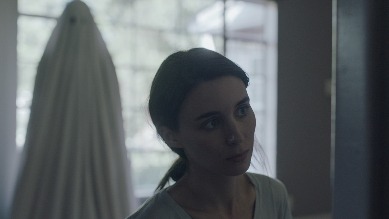Casey Affleck and Rooney Mara in 'A Ghost Story' (2017) [Source: A24]
