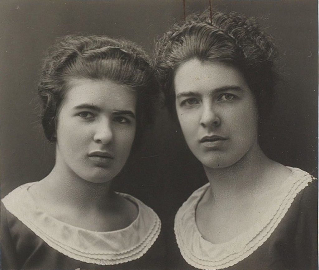 The Papin Sisters around the time they started working for the Lancelins