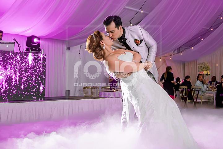effet glace sèche durant la danse des mariées.  créer un moment romantique avec un effet de nuage sur la piste de danse