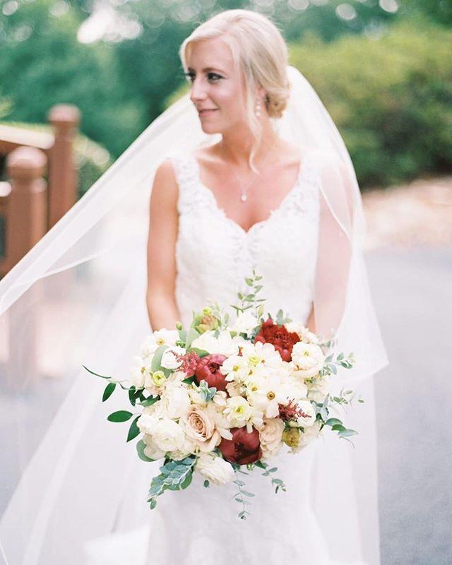 SO stunning😍 @sarahriebel614 we loved EVERY detail of your wedding weekend!!! Thank you to @cottrellphotography for these amazing sneak peaks🤗 . . . #weddingflowers #bridalbouquet #southernweddings #vineyardwedding #dahlonega #weddingflowers #floraldesign #bride #weddinginspiration #weddingday #bridalportrait #peonies #bouquet #outdoorwedding #weddingdecor #weddingdesign #weddingdetails #bridegown #weddingdress #weddings #flowers #flowersofinstagram