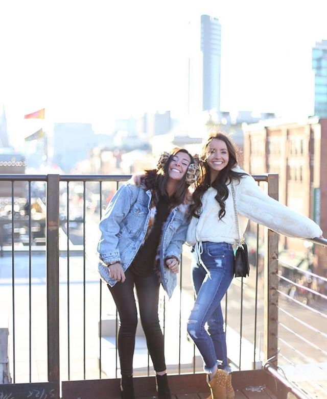 All smiles over here! It's Sunday funday on the rooftop! #nashvilleunderground has the only multi level rooftop on broadway. Green roof, cornhole, sunshine and views.. we've got it all! ✨☀️#repost @needleinthehayestack
