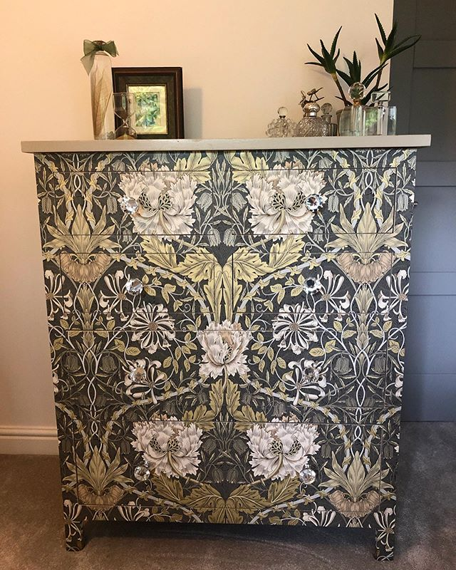 ~ D a y  6 ~ @storyofmyhome ~ T h e  P o w e r  O f  P a t t e r n ~ in my current house I have chosen to have a lot less pattern... though I do have some feature wallpapers which I love.  In one of our spare rooms is this chest of drawers which I did a #decoupage makeover on on a weekend as a bit of fun. . A while before I had watched BBC's @monfornothing and a lady called Emma Walker wallpapered a wardrobe which looked incredible 😳💕😳 I was inspired and wanted to have a go. . I follow a lovely lady called @tiatalula and on her stories she had been to a workshop wallpapering a side table. I started to ask her 1000's of questions 😂🤣😂♥️👍🏻😜and she put me in touch with her friend and tutor who taught her .... Sarah-Jane @nua_nu who runs courses in London and she kindly answered all my questions .... what a lovely lady 😍♥️.... just love Instagram and all the helpful people on here. So two days later this was my first attempt. If you would like to see how I did it pop over to my saved stories (highlights) under the heading 'Decoupage' .... ooh nearly forgot swipe to see how it started out 😉😍 have a great evening folks... . . . #powerofpattern #finditstyleit #storyofmyhome #thedelightofdecor #howwedwell #interioraddict #theartofslowliving #theperfecteveryday #thesimpleeveryday #theeverydayproject #cornerofmyhome #luxuryinteriorsonabudget #rockmystylishhome #renovationlife #renovationproject #flashesofdelight #howilive #styleithappy #stopandstaredecor #wallpaperdecor #crashbangcolour #eclecticdecor #homesweethome #interiormilk #sodomino
