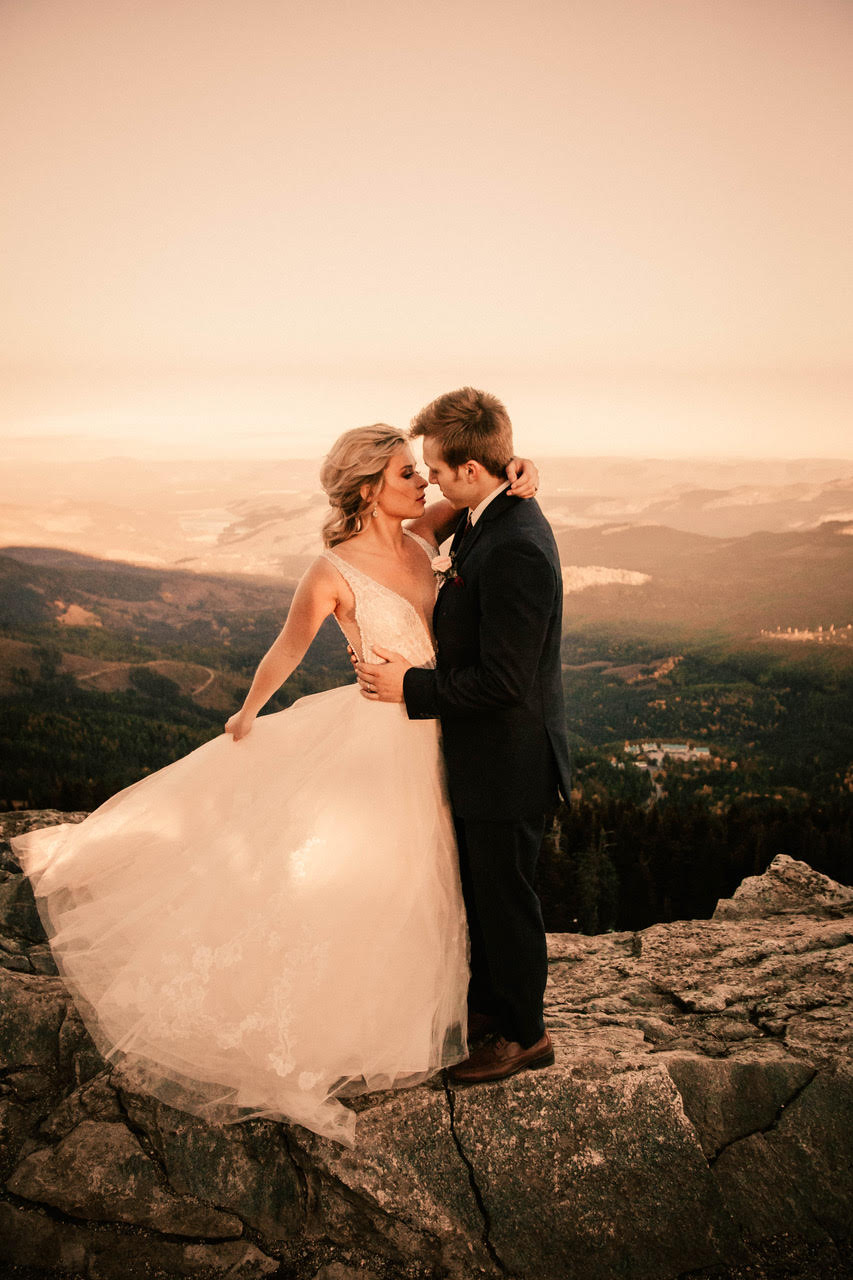 bride and groom wedding dress mount spokane ledge image