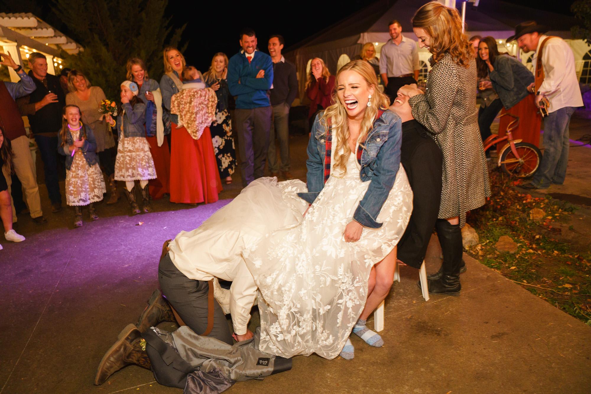 garter toss spokane real wedding image