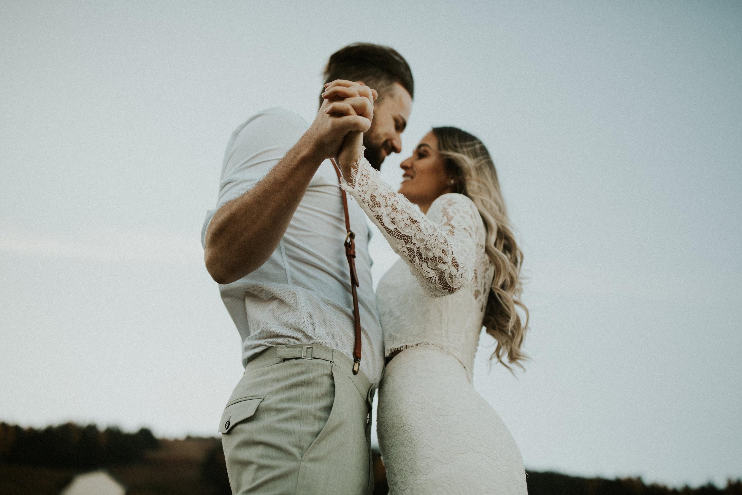 mt Spokane photo shoot couple holding hands image