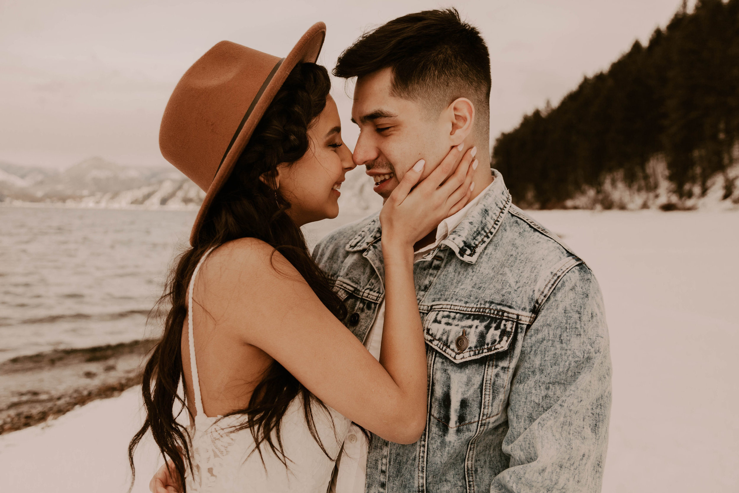 couple kissing winter wedding