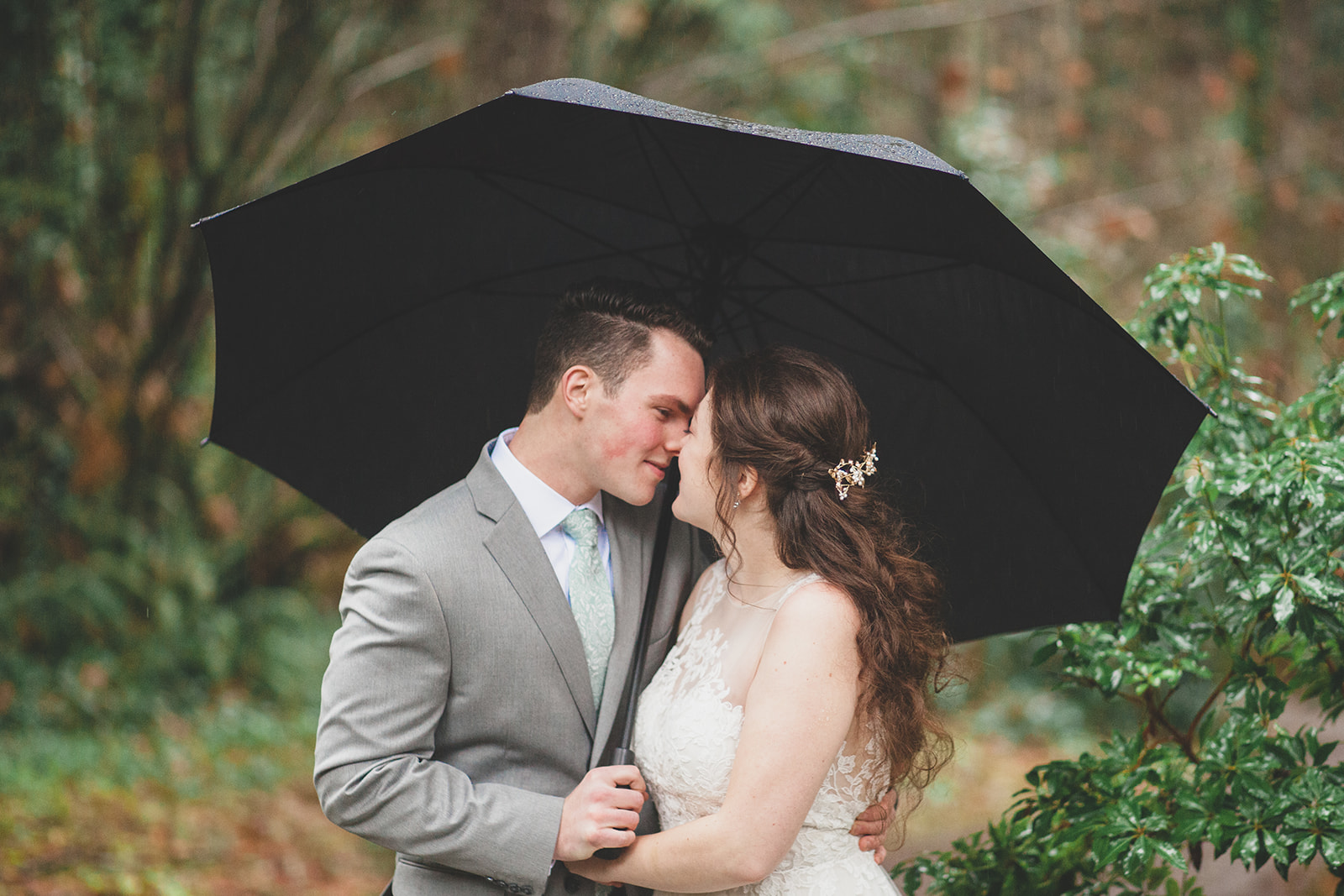 rainy spokane wedding bride groom