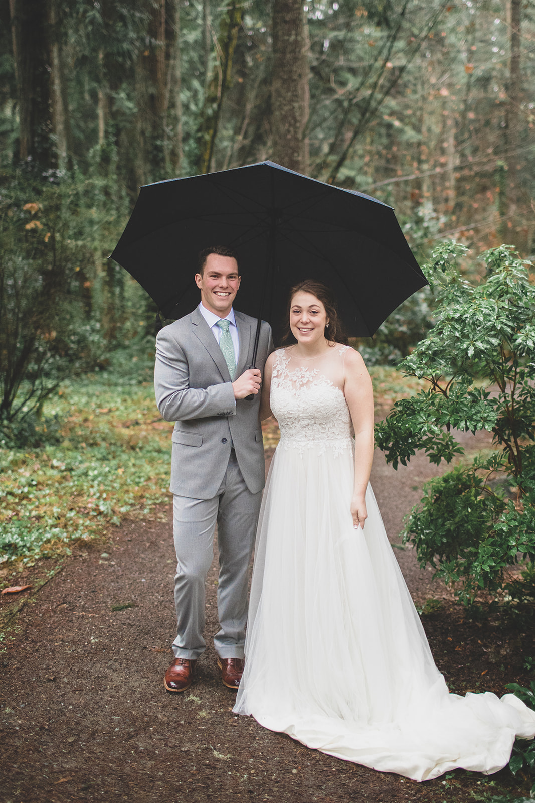 rainy couple wedding december bride spokane
