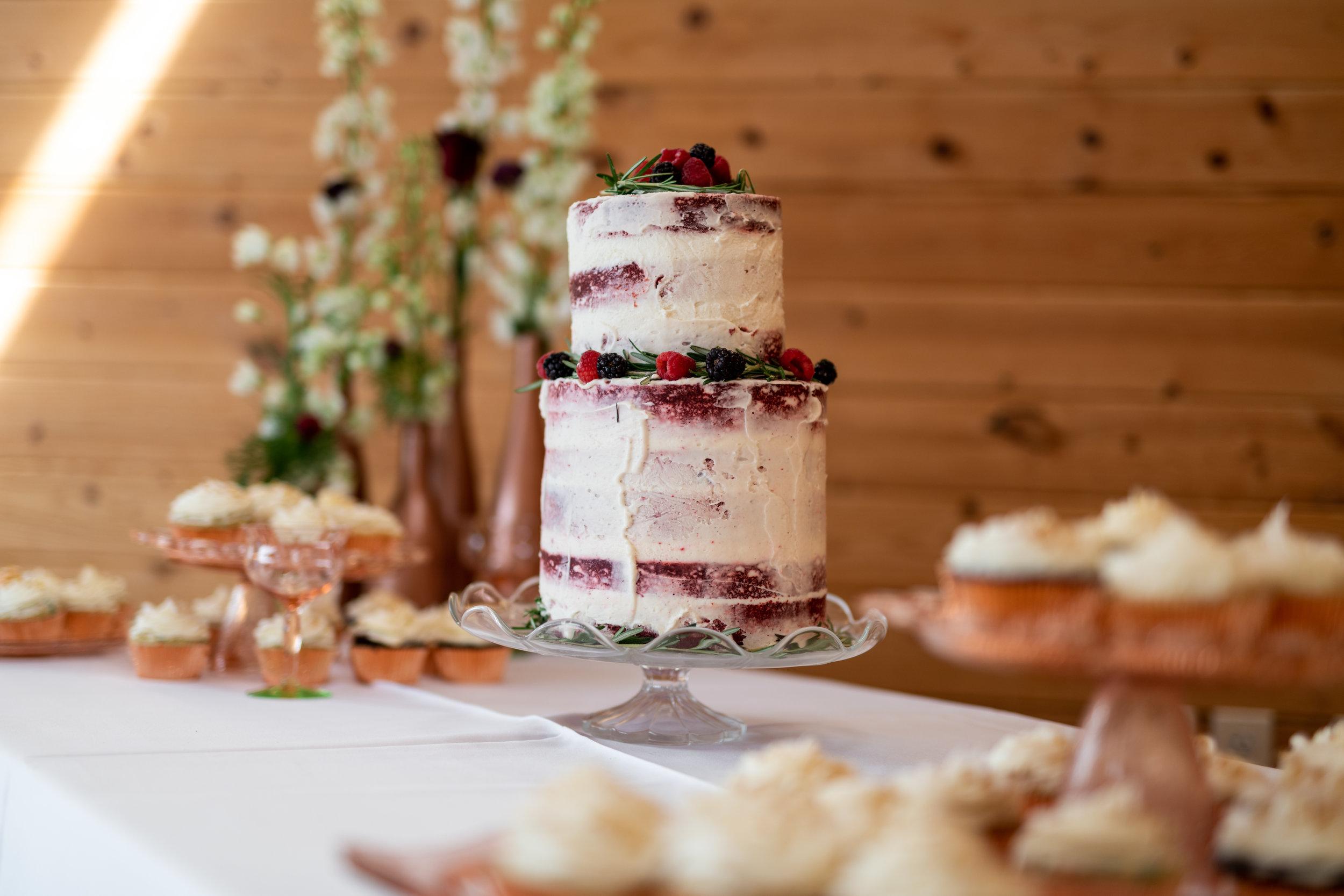 Spokane green bluff wedding dress bride cake