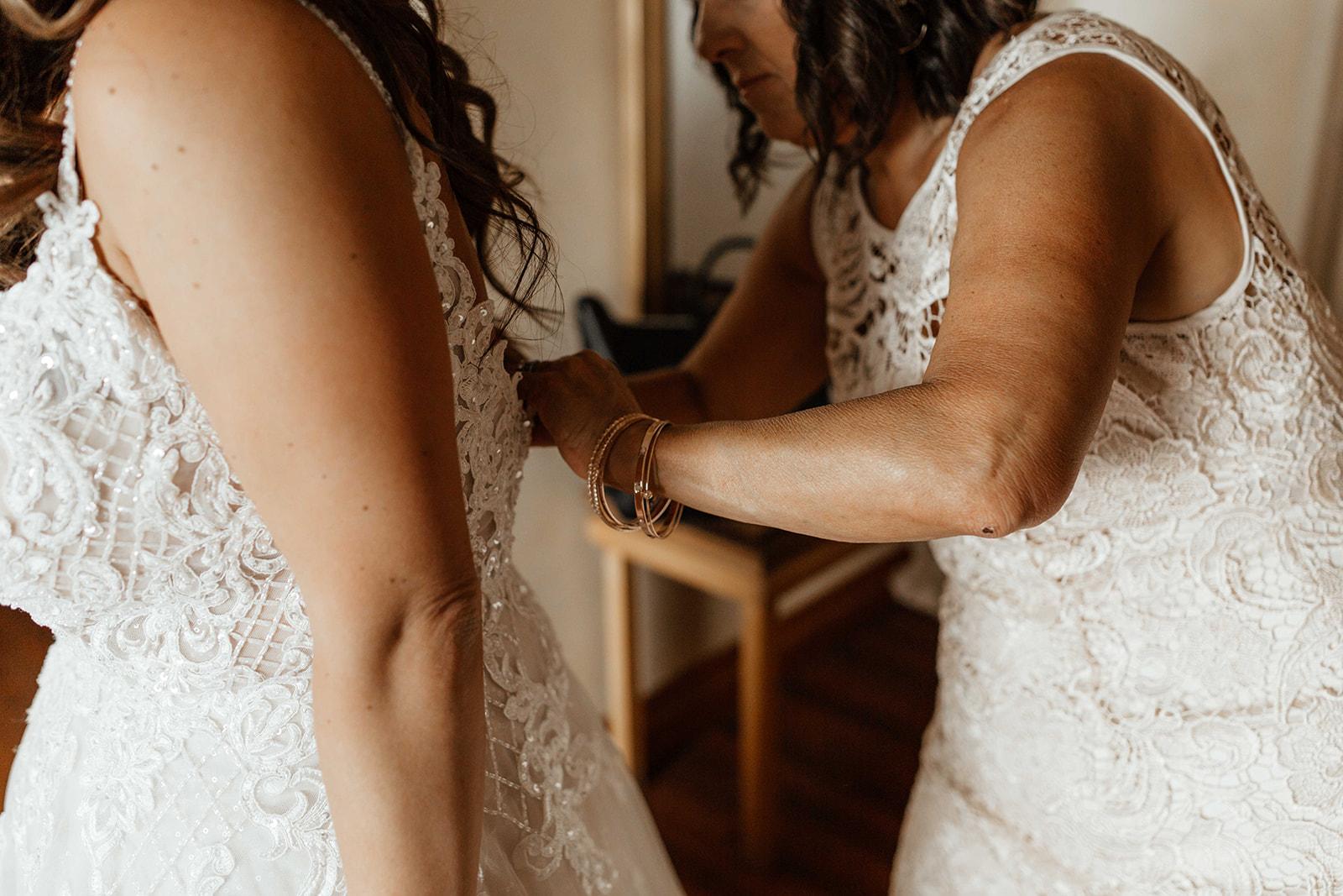 beacon hill wedding honest in ivory dress spokane getting ready