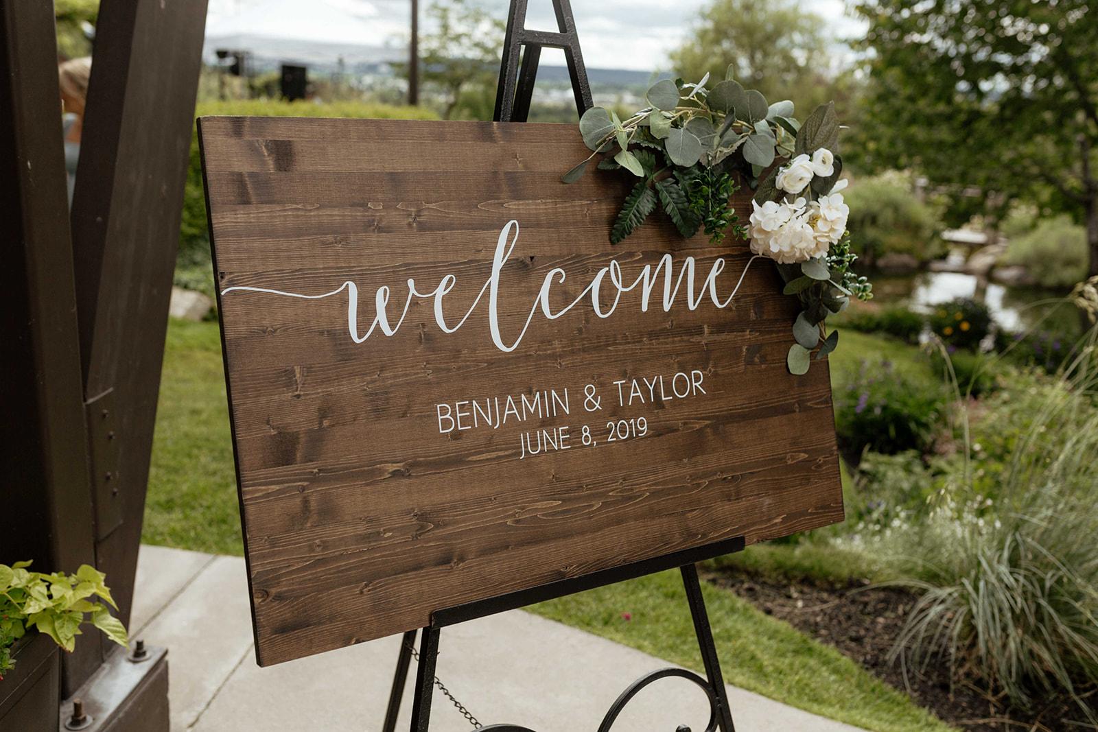 beacon hill wedding honest in ivory dress spokane welcome sign