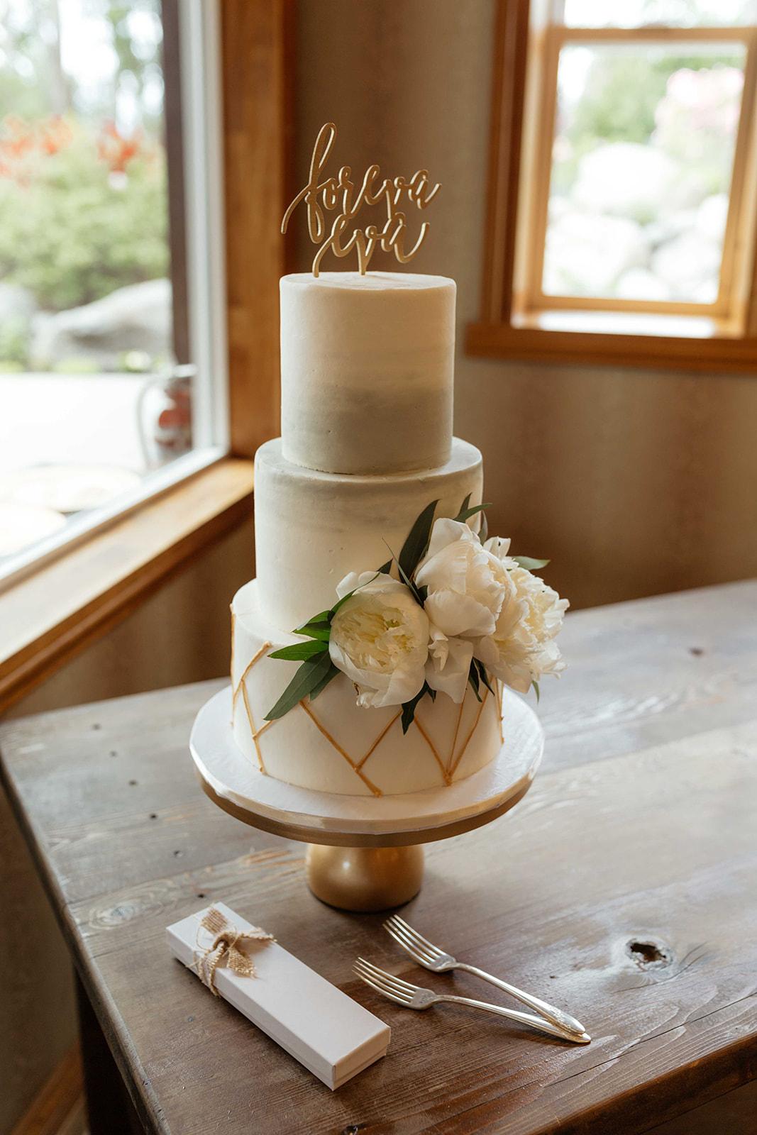 beacon hill wedding honest in ivory dress spokane cake