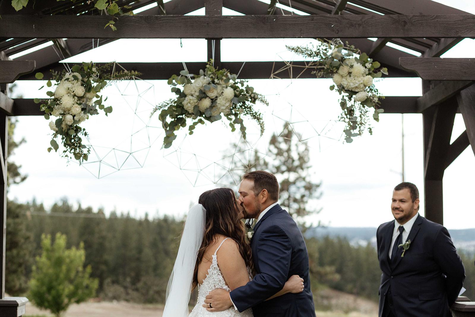 beacon hill wedding honest in ivory dress spokane kiss