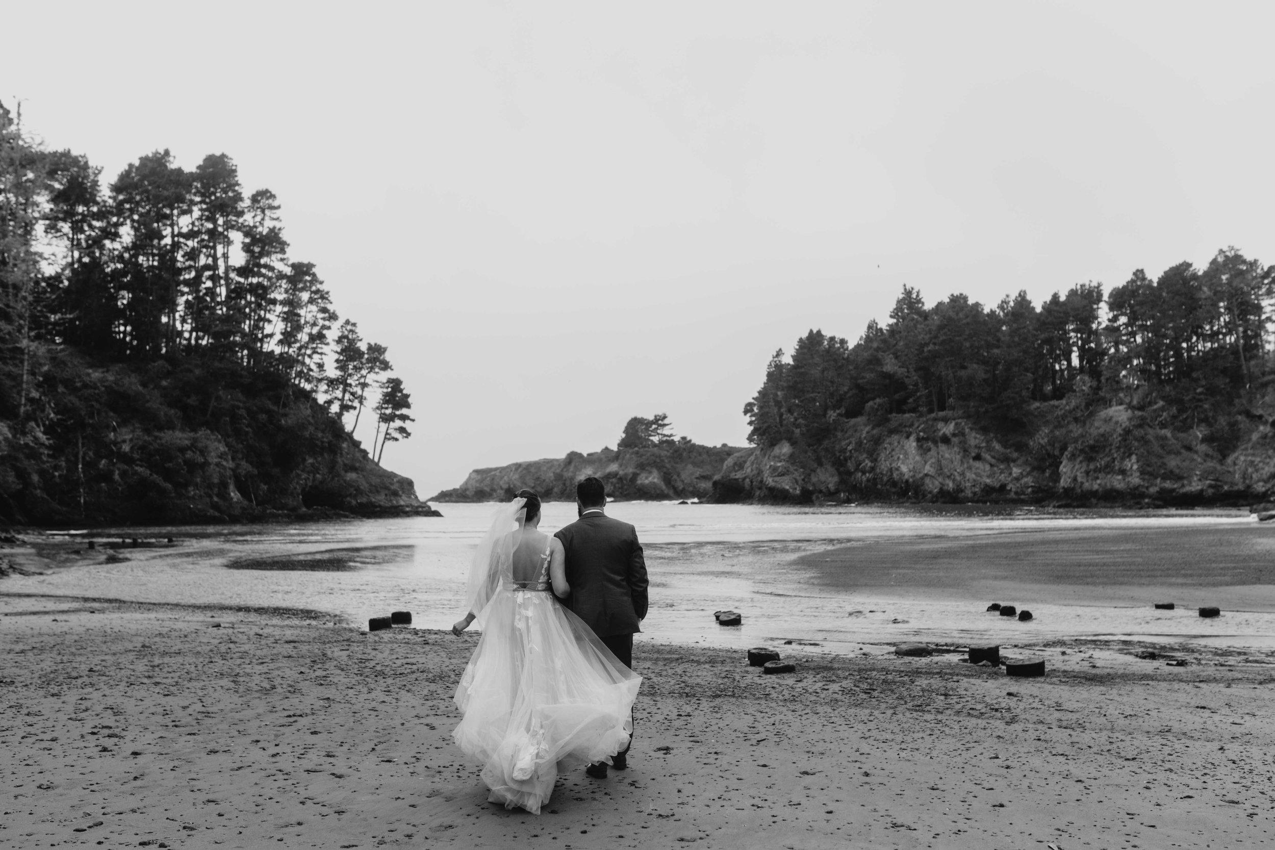 beach elopement spokane couple bride and groom wedding