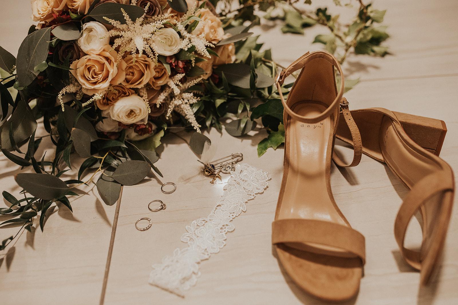 spokane bride unique warm vegas wedding