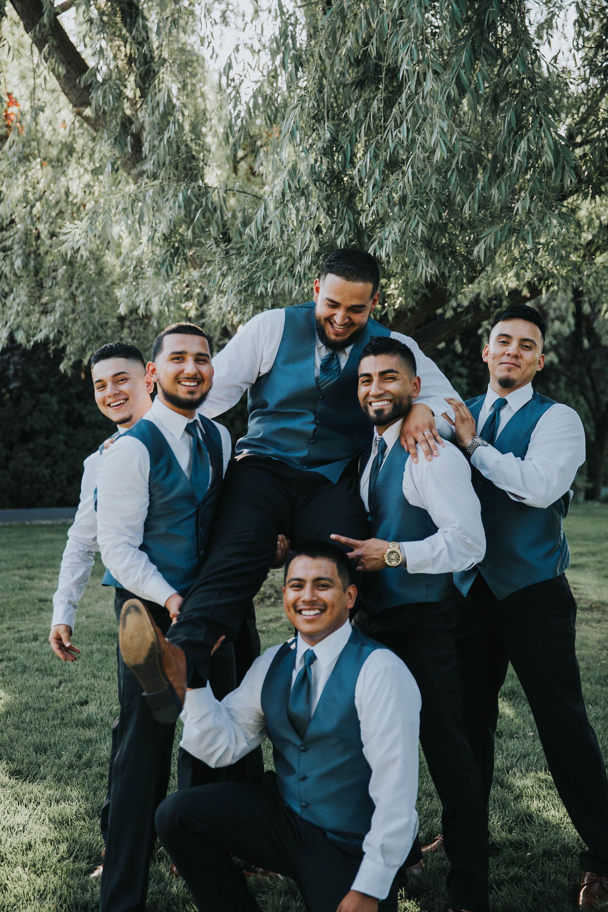 fun groomsmen shot spokane bride