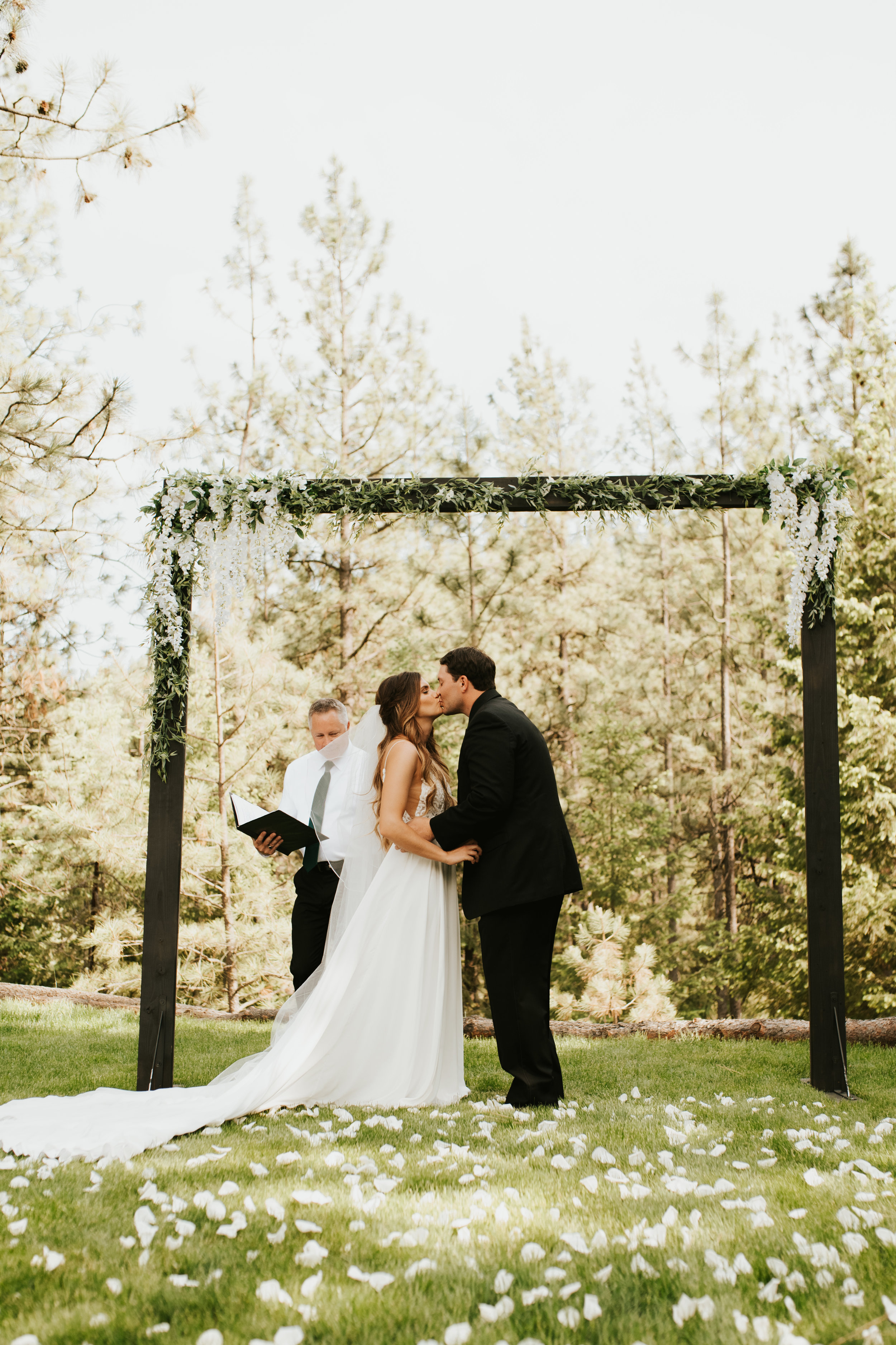 first kiss spokane bride and groom wedding