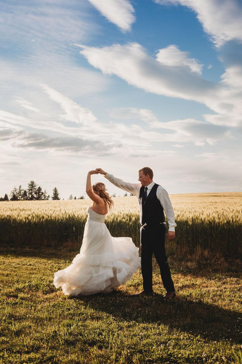 spinning sunset pictures spokane field wedding