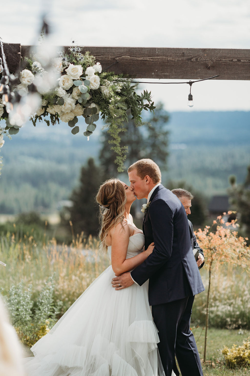 first kiss spokane bride wedding