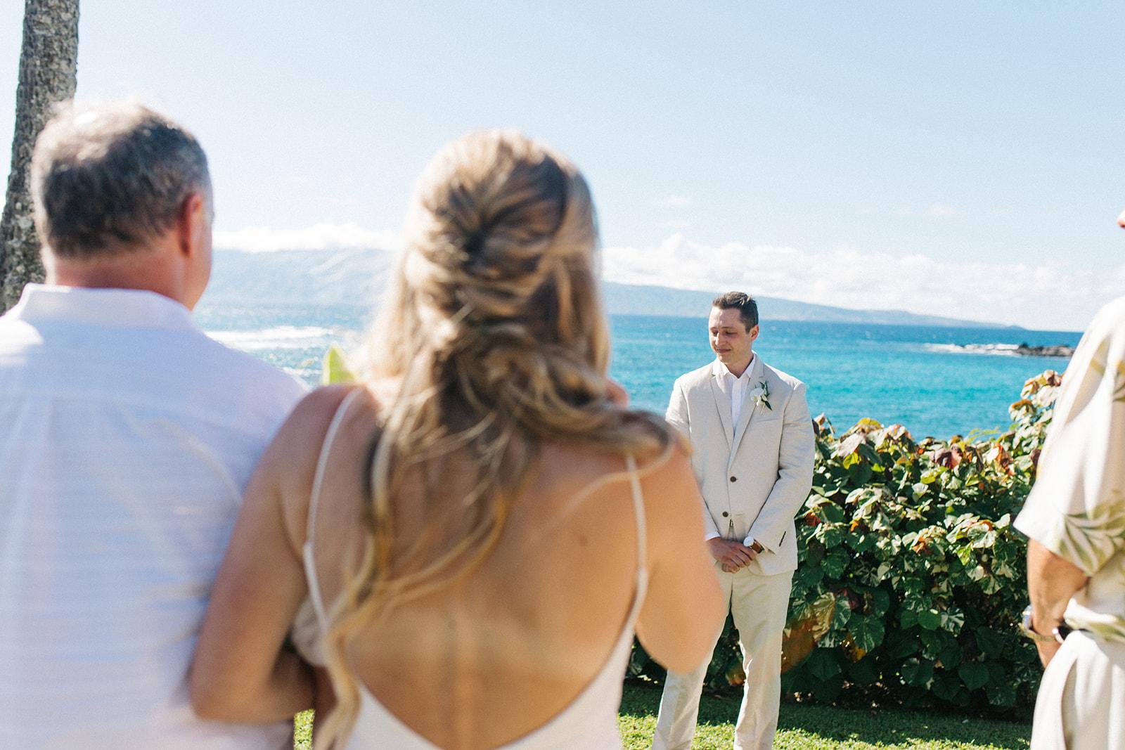 spokane bride and groom first look hawaii wedding