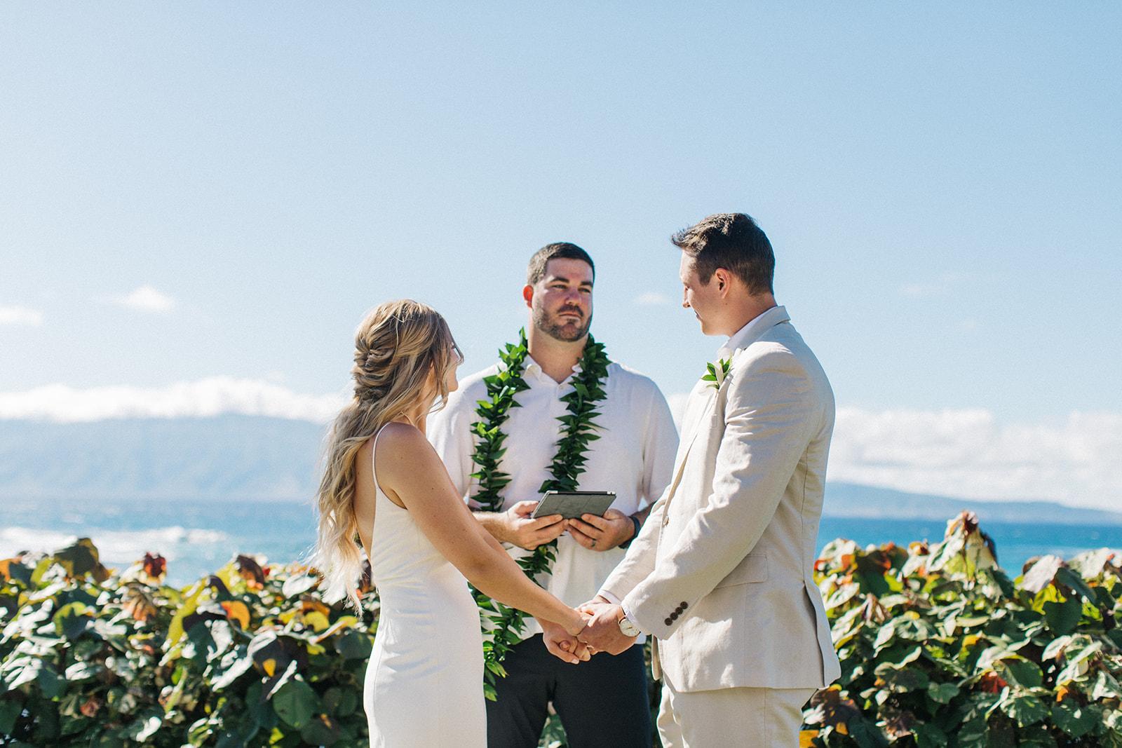 spokane bride and groom hawaii wedding ceremony