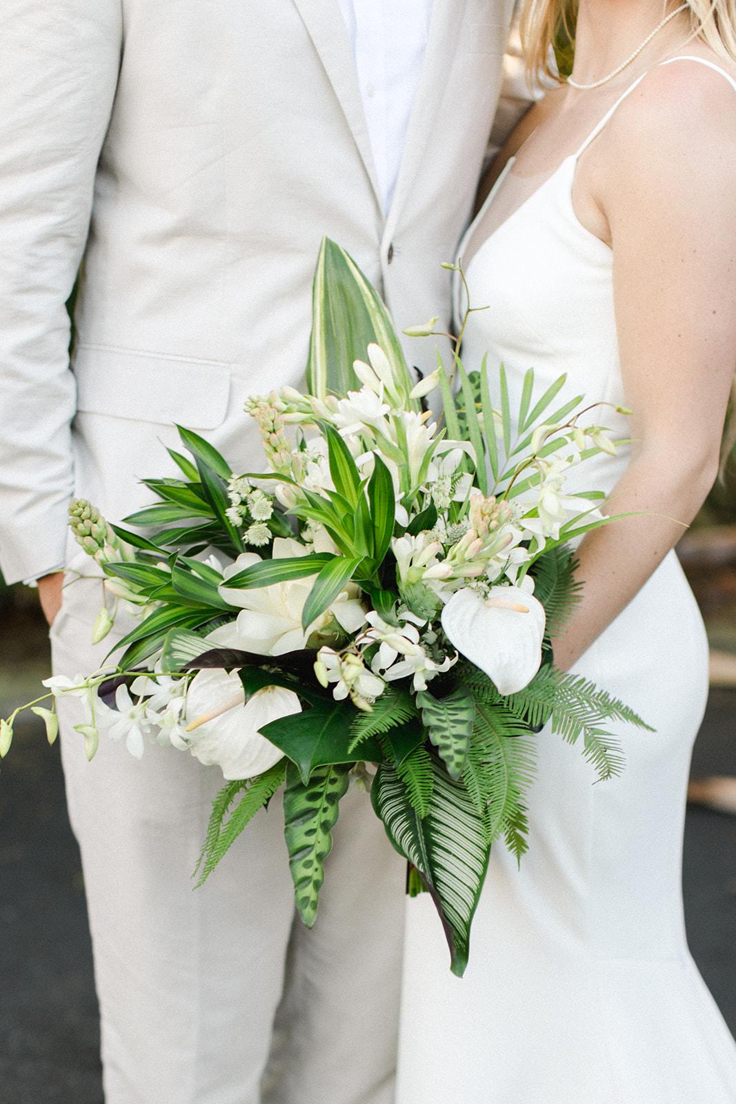 spokane bride and groom hawaii elopement wedding