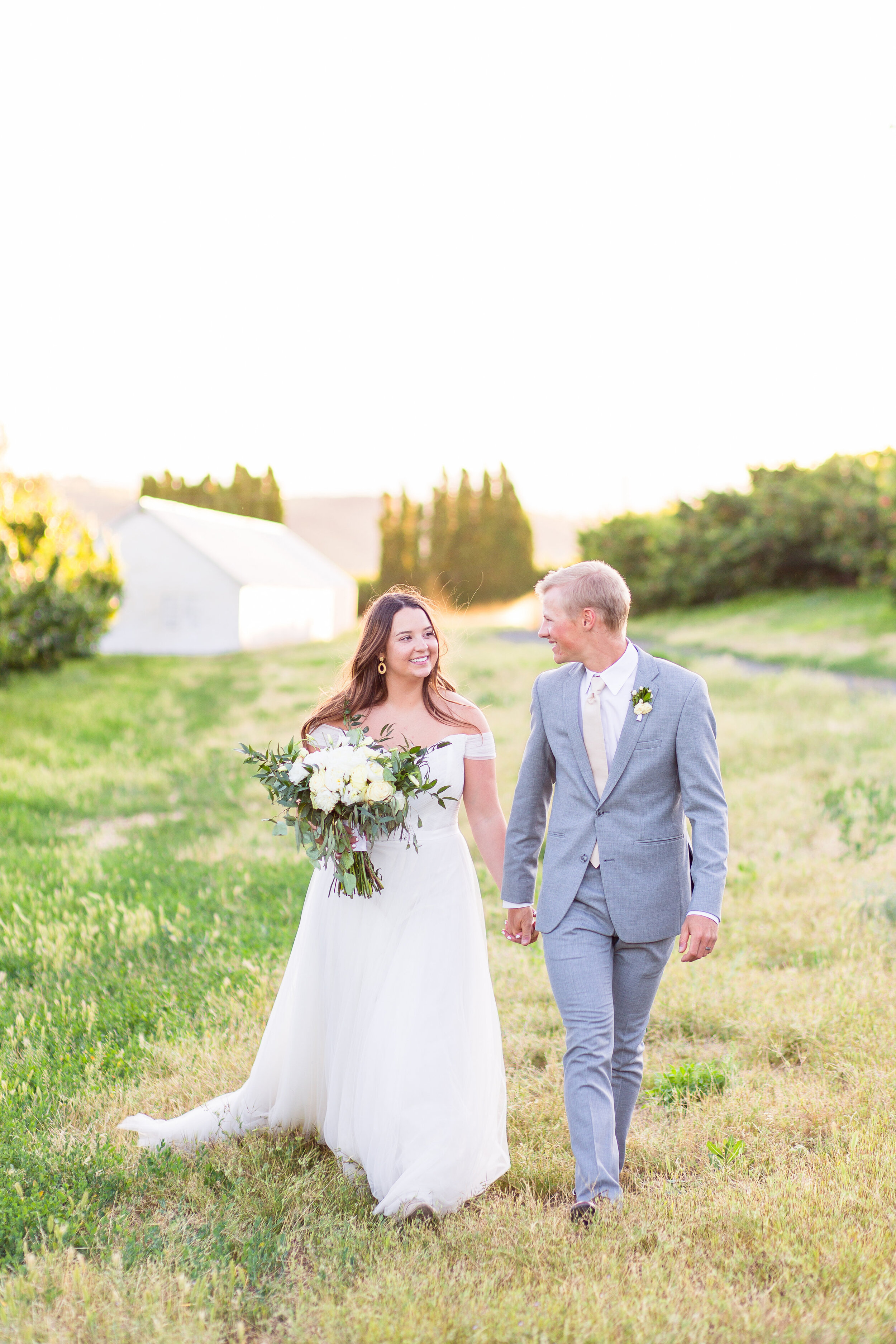 bride and groom spokane summer wedding