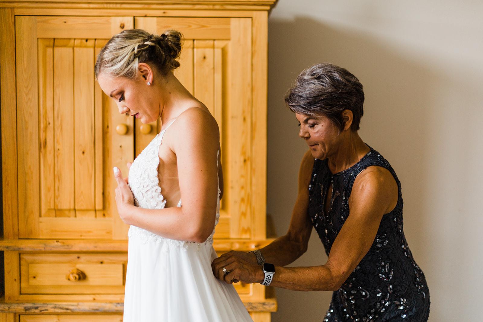 bride getting ready spokane wedding
