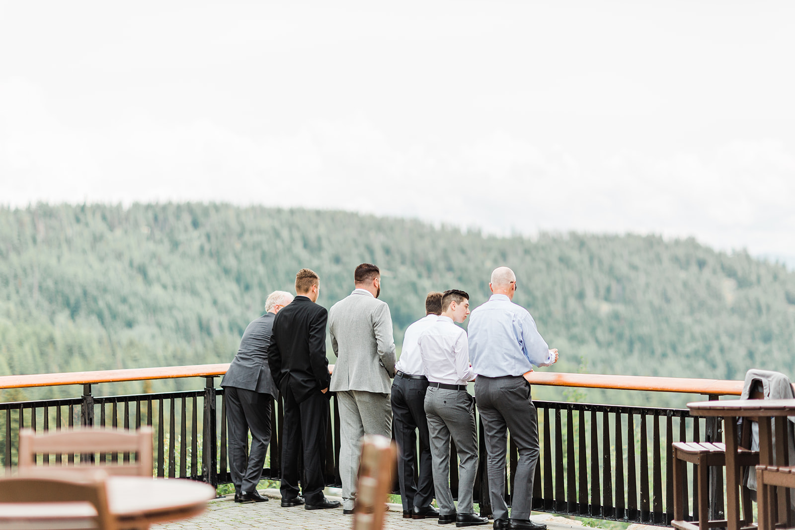first look dad and brothers spokane bride