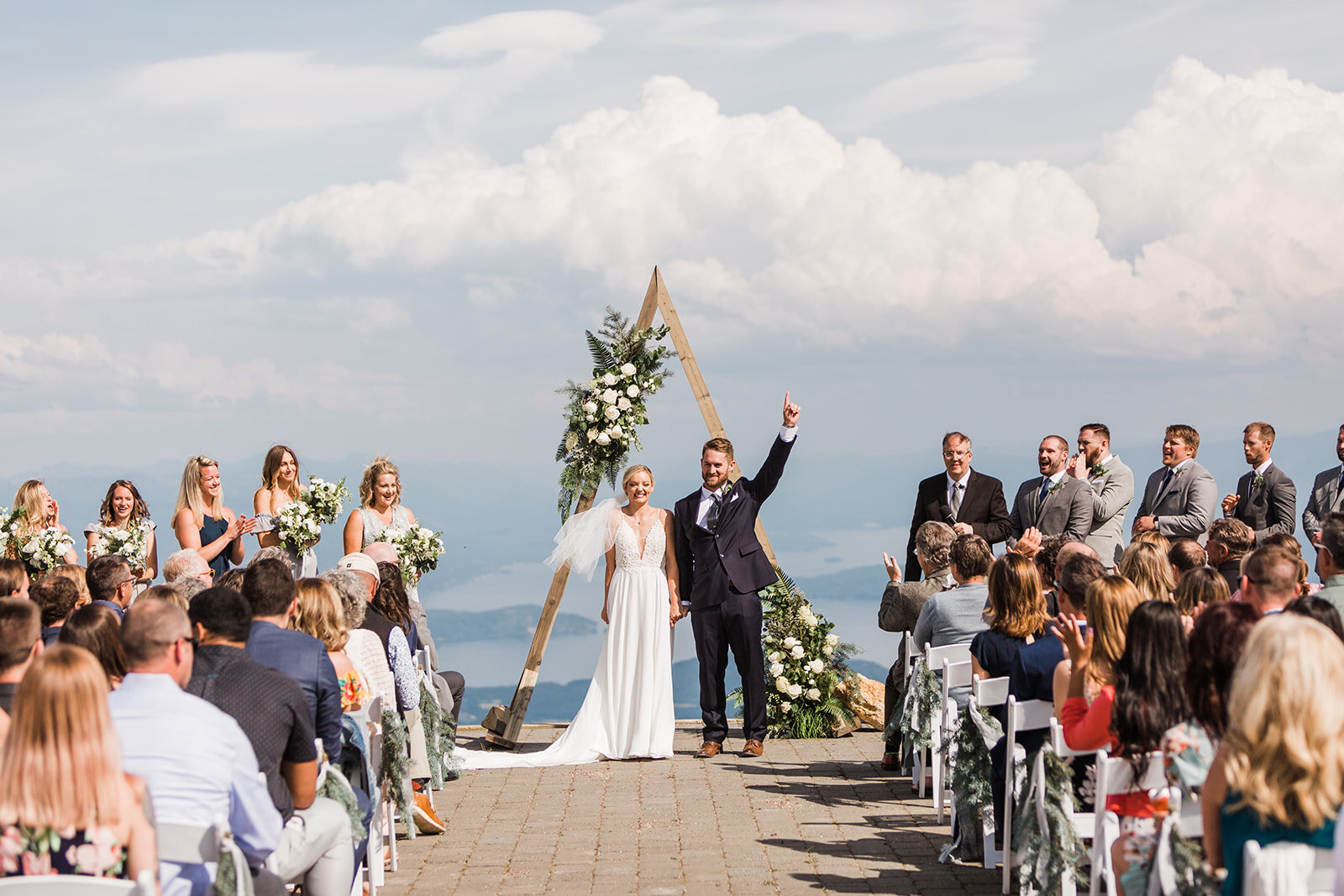 bride and groom spokane wedding first kiss