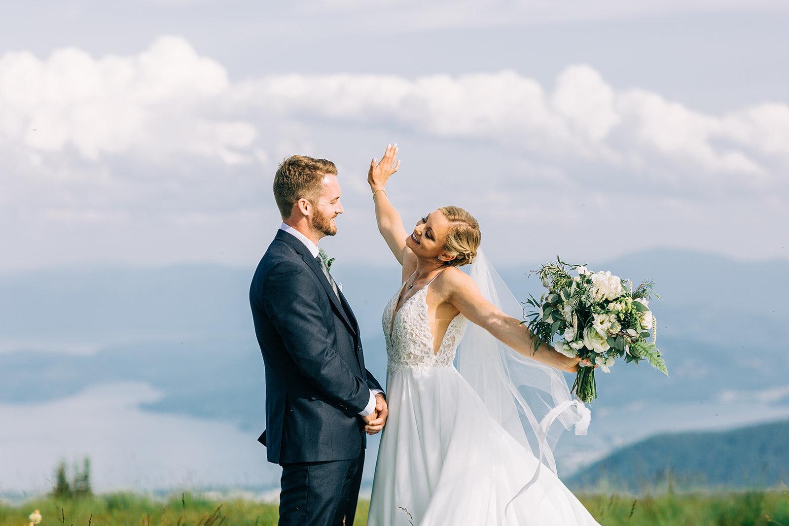 fun bride and groom spokane mountaintop wedding