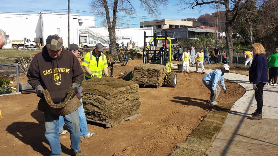 Thriving Communities volunteers clean up John Ross Park