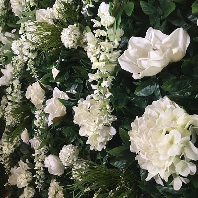 I can't believe we're already starting to fill up with bookings for the 2019/2020 wedding season! Our dreamy Paradise Wall is always a favourite with the brides 👰🏻 Make sure you get in touch if you're thinking of booking so you don't miss out!