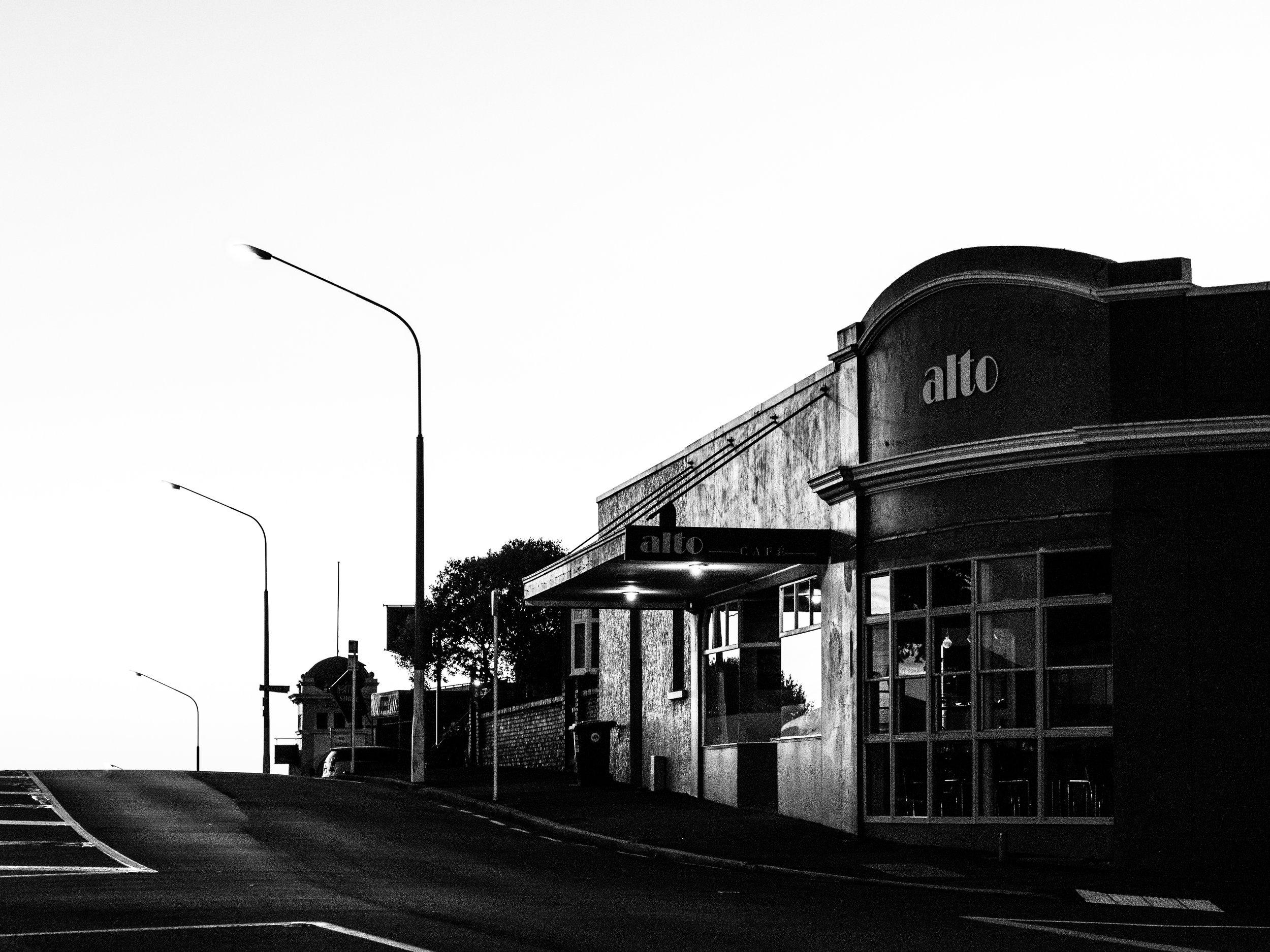 Alto cafe Dunedin in black and white