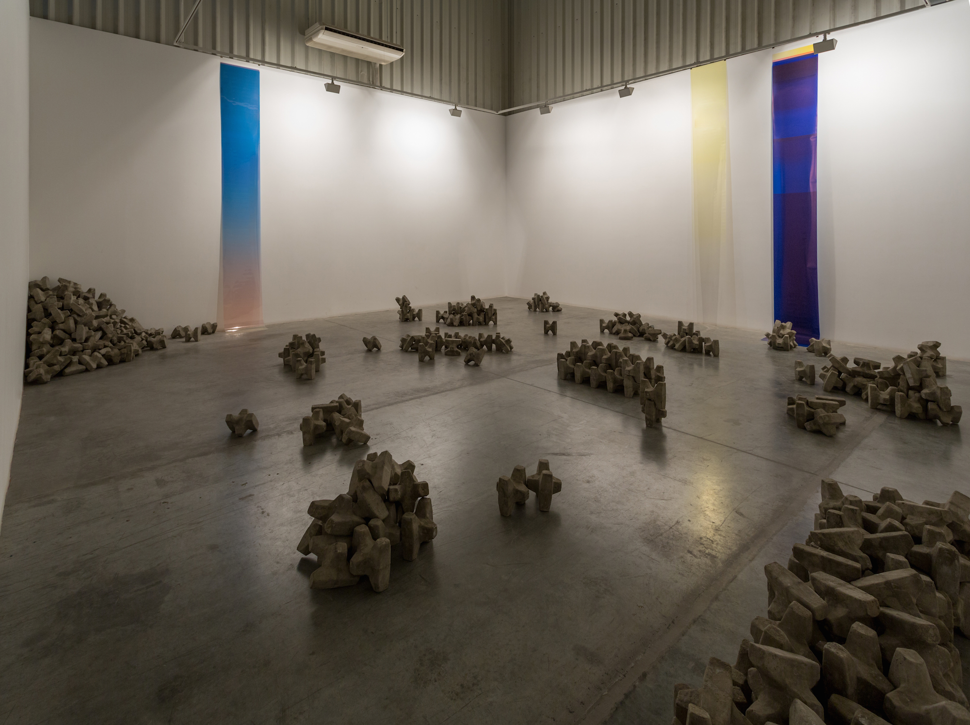 Installation view / Concrete Layers