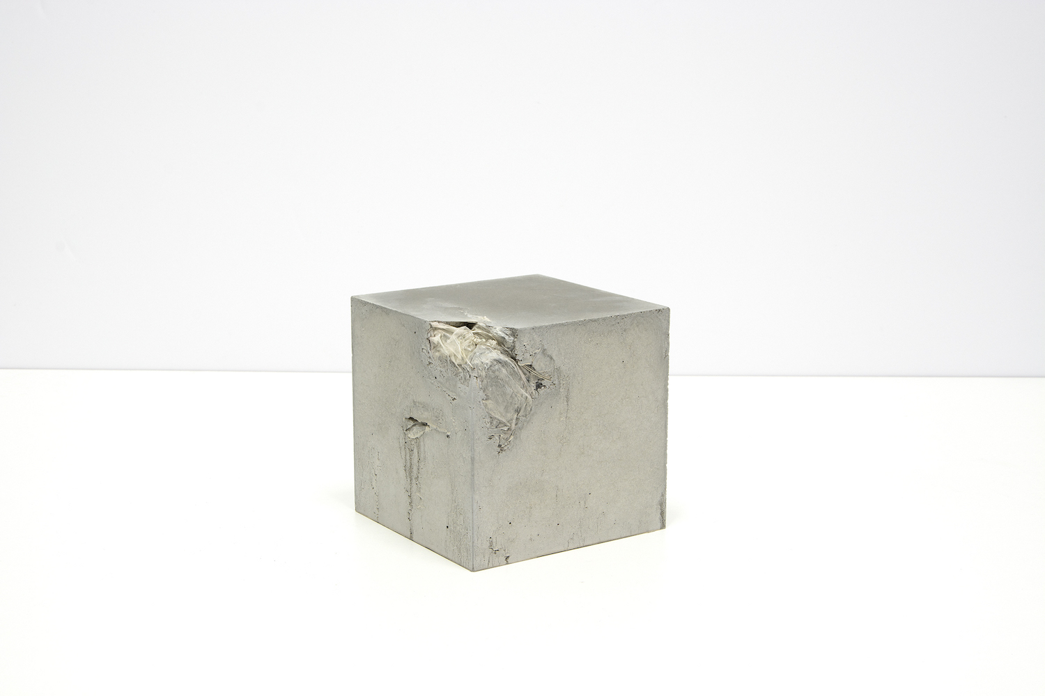 Michael John Whelan Inclusions (LED party balloon) 2018 Cast concrete cube containing a LED party balloon retrieved from the Persian Gulf. 15x15x15 cm Unique