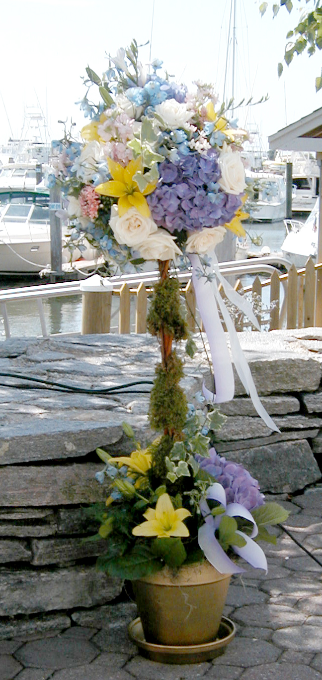 Outdoor floral arrangement for a wedding