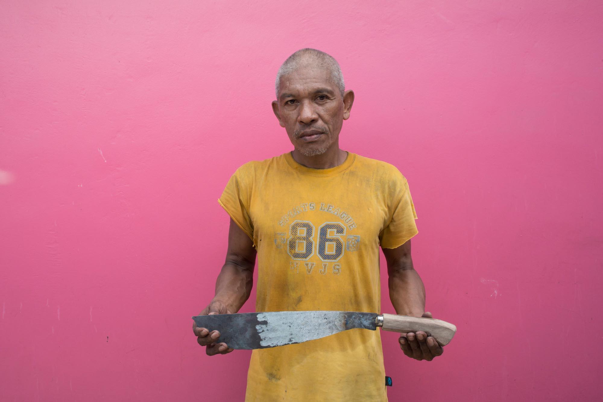 Pili cracking knife///Machette pour casser les noix de pili