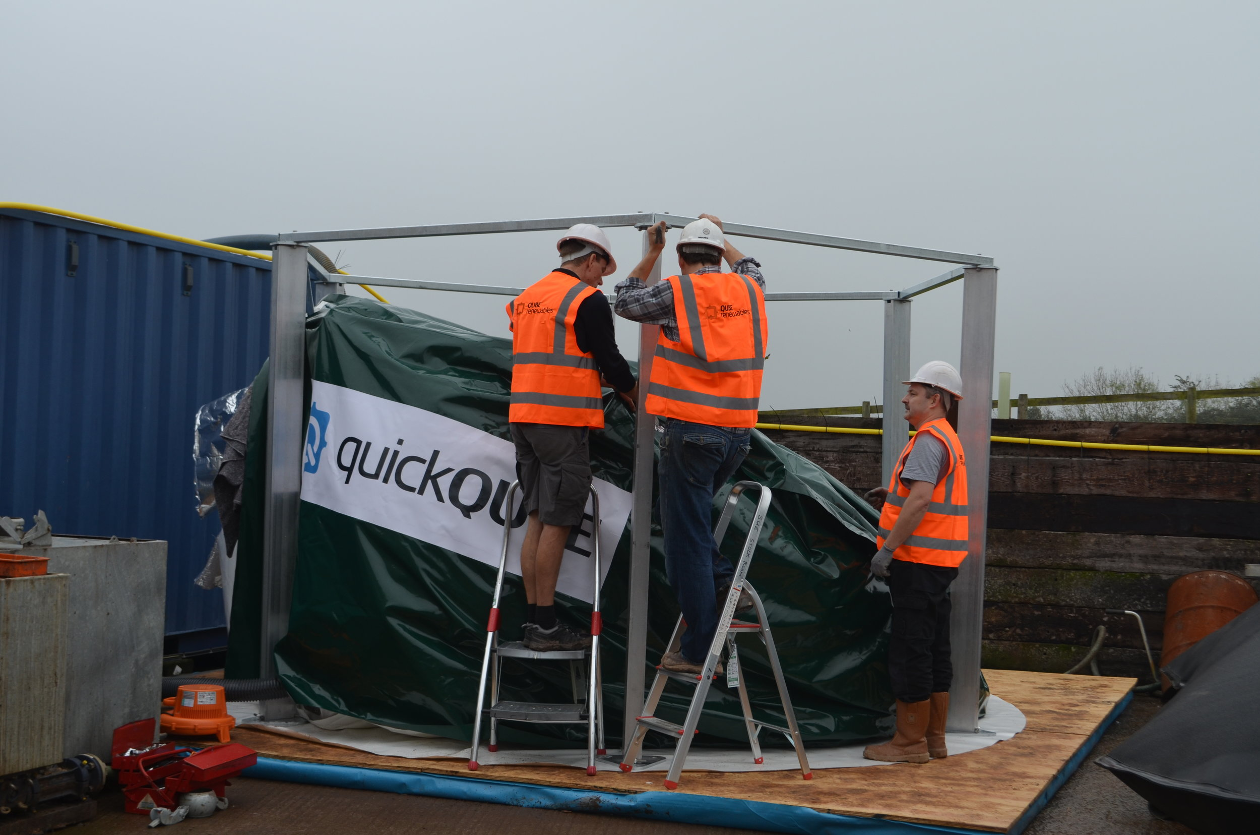 QUBE renewables - quickQUBE - installing the green QQ 20m3.JPG