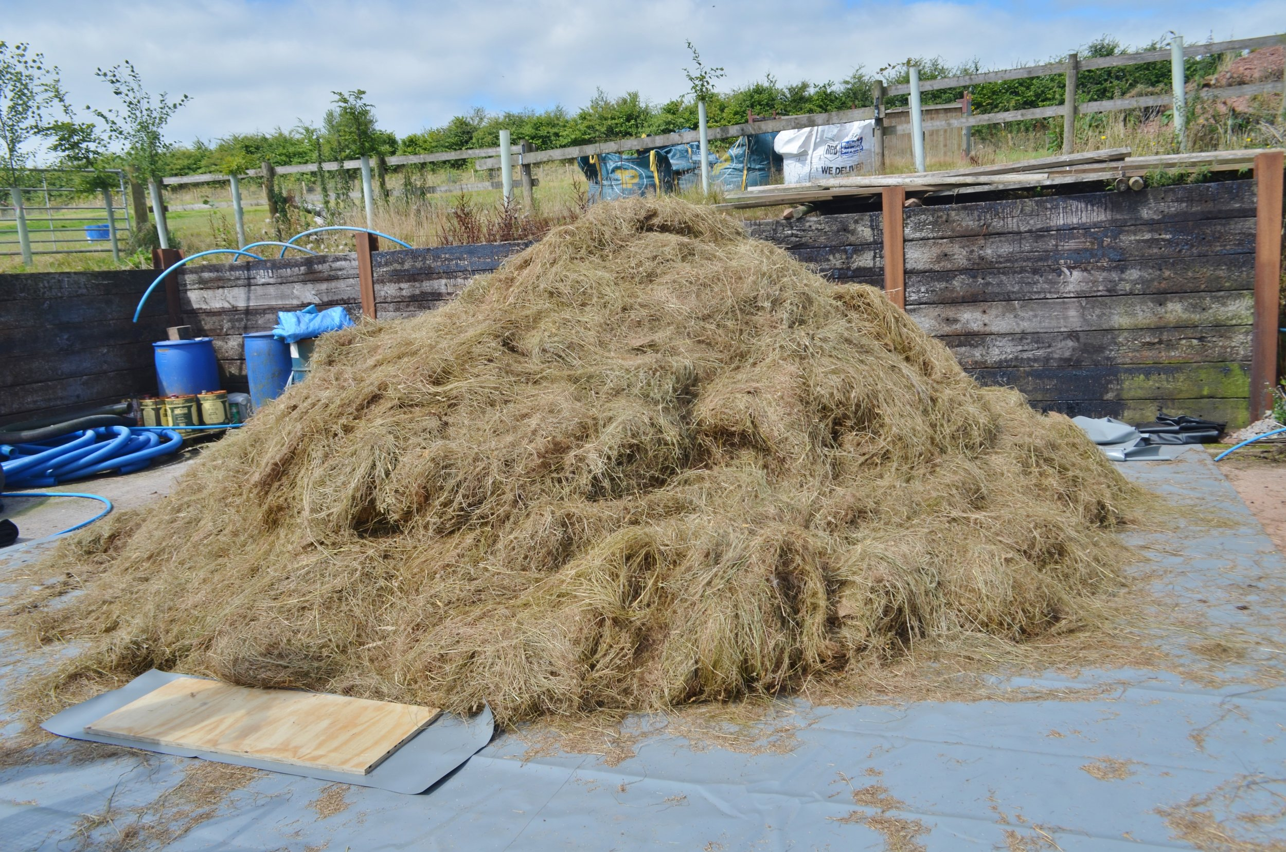 Copy of Pilot feedstock of wheat straw and horse manure