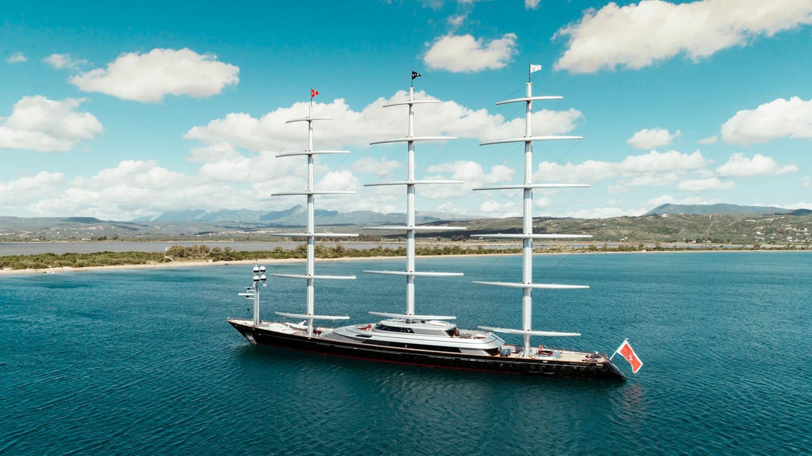 Maltese-Falcon-Yacht-IYC205-2.jpg
